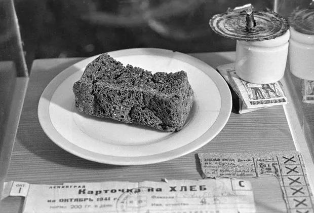 Норма хлеба в первые месяцы блокады