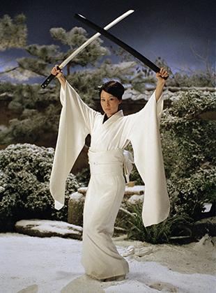 Фильм «Убить Билла» —настоящее посвящение жанру Pinky violence. Героиня Люси Лью наемная убийца О-Рэн Ишия, одетая в кимоно и вооруженная мечами, отсылает нас к героиням Рэйко Икэ, а сцена боя в заснеженном дворе —к фильму «Секс и ярость».