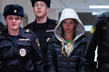 Анастасия Вашукевич (справа)