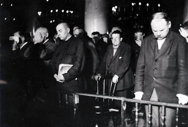 Обвиняемые по «Шахтинскому делу» во время вынесения приговора. Москва, 1928 год