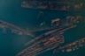 Кладбище военных кораблей в бухте Труда на острове Русский в Приморском крае. В свое время в бухте находилось огромное количество кораблей, но охотники за металлом нагрянули сюда зимой и срезали все, что выше уровня воды. Оценить общую картину можно теперь только сверху. Среди ржавых обломков можно выделить эскадренный миноносец «Возмущенный», миноносец «Кири» и эсминец «Веский».