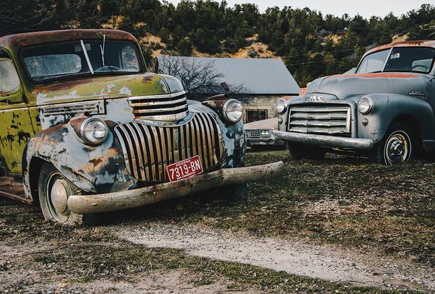 Несколько брошенных автомобилей, найденных на просторах США.