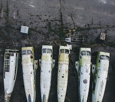 Стоянка списанной и ремонтируемой авиационной техники на одном из авиационных заводов Московской области. В основном здесь хранятся фюзеляжи самолетов Ан-2 и вертолетов Ми-2.