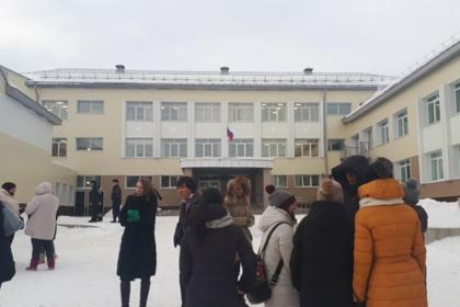 На Сахалине эвакуировали 19 школ из-за угрозы взрыва