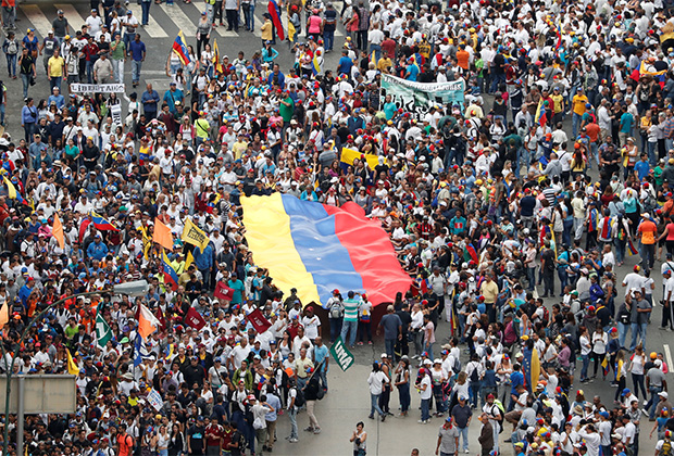 Протестовать против режима вышли сотни тысяч венесуэльцев