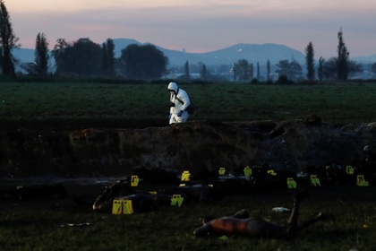 Число погибших при краже нефти в Мексике достигло 100 человек