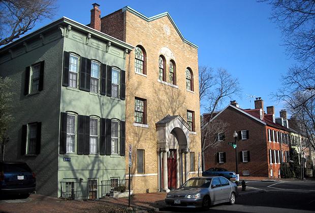 Та самая синагога в Джорджтауне, в которой долгие годы служил ребе Френдель. Нынешнее здание было построено в 1931 году, а первая синагога на этом месте была открыта в 1910 году.