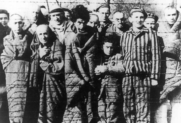 Бывшие узники Освенцима после освобождения