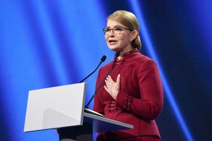 Тимошенко ответила на критику Порошенко поеданием йогурта