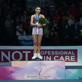 Софья Самодурова (в центре)