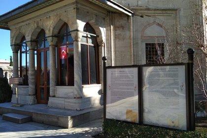 Турция заменила русские корни Роксоланы украинскими на стенде у ее гробницы