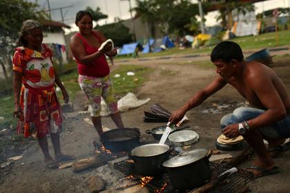 Россияне из Венесуэлы рассказали о подкупах едой избирателей Мадуро