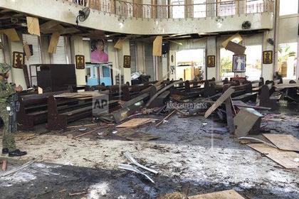 При взрывах около церкви наюге Филиппин погибли 27 человек
