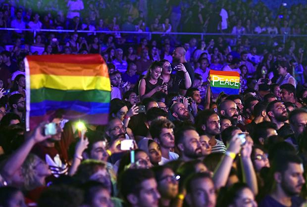 Ливан — едва ли не самая толерантная к ЛГБТ мусульманская страна в мире. В августе 2018 года фанаты размахивали радужными флагами на концерте альтернативной рок-группы «Машру Лейла» во время Amchit International Festival в Амшите — приморском городе к северу от Бейрута.