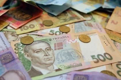 На Украине начали продавать гривны в рулонах