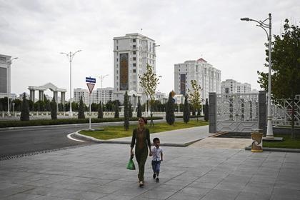 Жителям столицы Туркмении запретили ловить рыбу