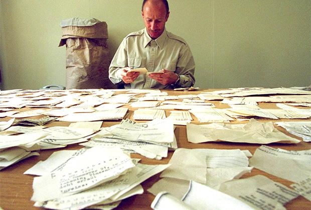 Восстановление уничтоженных документов «Штази». Служба хранила четыре миллиона файлов о гражданах бывшей Германской Демократической Республики и миллионы документов о западных немцах и иностранцах.