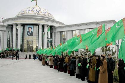 В Туркмении студентам под расписку запретили веселиться
