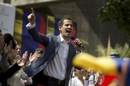 Гуайдо запретили выезжать из Венесуэлы и пользоваться счетами