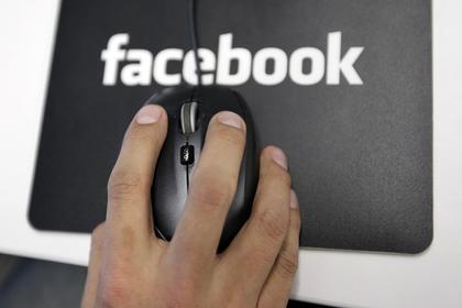 Facebook тайно платил пользователям