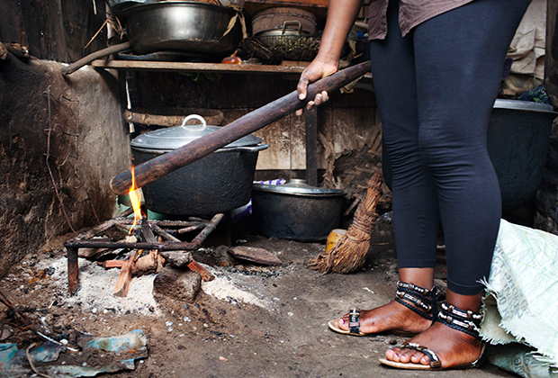 Палка, которой прижигают грудь девочкам. Обычно используется для приготовления еды