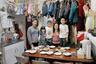Семья Лэм нечасто собиралась за одним столом: Стивен работал в компании, занимавшейся поставками товаров из Китая, и нередко отлучался в командировки. За детьми присматривала Ширли.