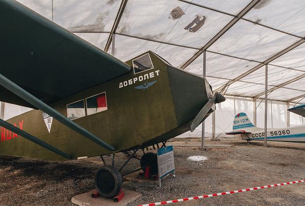 АК-1 — первый советский пассажирский самолет.