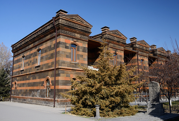 Одно из зданий Эчмиадзинского монастыря.