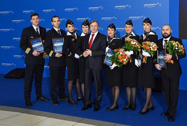 Экипаж рейса Сургут — Москва с генеральным директором «Аэрофлота» Виталием Савельевым.