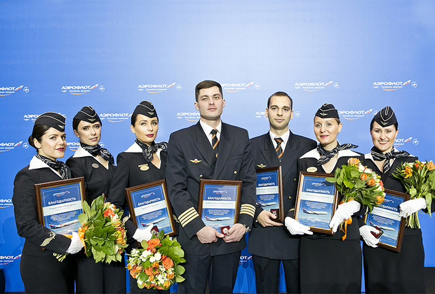 Экипаж рейса Сургут — Москва, предотвративший попытку угона самолета, с заслуженными наградами.
