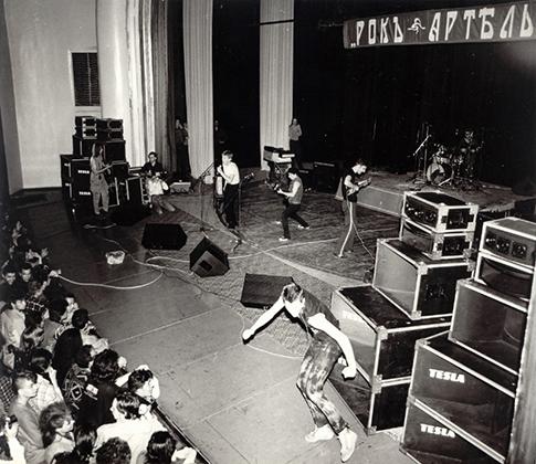 1988 год. Москва, ДК Горбунова. Киевская «Рок-артель» была представлена группами «Вопли Видоплясова», «Коллежский асессор» и «Раббота ХО»