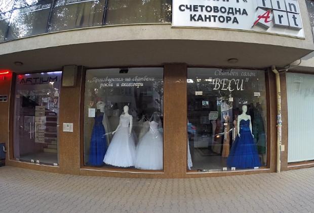 Улица свадебных платьев