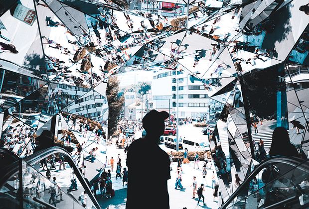 «Зеркальный вход в Tokyu Plaza» — работа австралийского фотографа Коннора Хендерсона в категории «Архитектура». Причудливая конструкция отражает смотрящего в десятке зеркал.