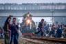 Переполненный утренний поезд прибывает на станцию Тонги в Бангладеш на второй день Бисва Иджтема — всемирного съезда мусульман, который посещают около миллиона человек. Фотографию «Опасное путешествие» сделал доктор Ахлас Уддин.