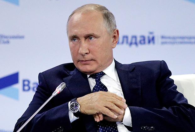 Владимир Путин во время выступления на пленарной сессии XV Международного дискуссионного клуба «Валдай»