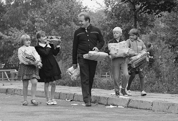 Школьники собирают макулатуры, Минск. 15 сентября 1988 года