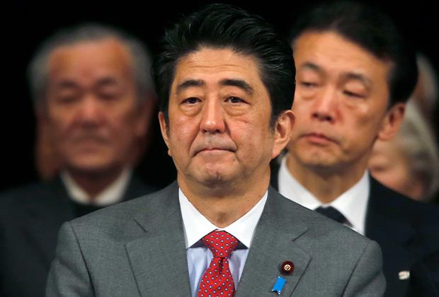Синдзо Абэ во время конференции по вопросу «возвращения» Курильских островов