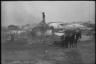 Местные жители на пепелище сгоревшего дома в деревне. Украина, 1941 год.