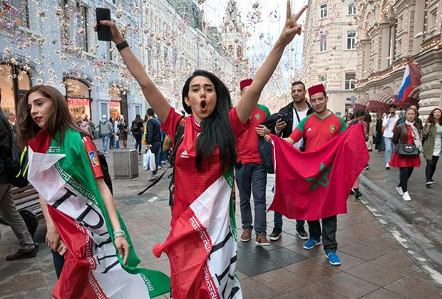 В Москве молодые иранки с удовольствием гуляли по Никольской вместе с иранцами, знакомились с иностранцами и позволяли себе выпить.