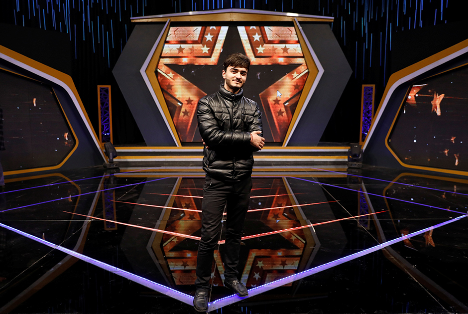 Васим Анвари — певец, он принимал участие в местном шоу талантов Afghan Star («Афганская звезда»). По словам молодого человека, мир необходим, поскольку тогда он сможет и дальше развиваться как артист. «Но без мира нет надежды на лучшее будущее», — добавил он.