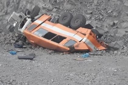 ВКузбассе автобус сшахтерами упал собрыва: видео сместа
