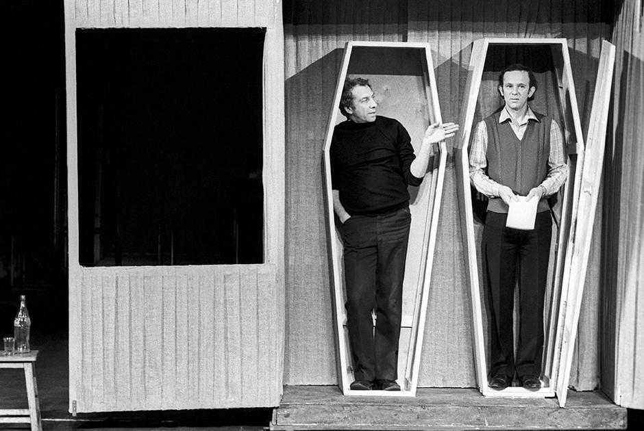 Артист начал работать в Театре имени Моссовета после переезда в Москву в 1978 году. Там же он поставил спектакли «Похороны в Калифорнии», «Правда хорошо, а счастье лучше» и «Орнифль, или Сквозной ветерок».