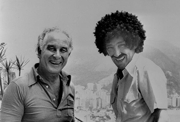 Альбер Спаджари позирует с британским грабителем Рональдом Биггсом в Рио-де-Жанейро через шесть лет после кражи в Ницце