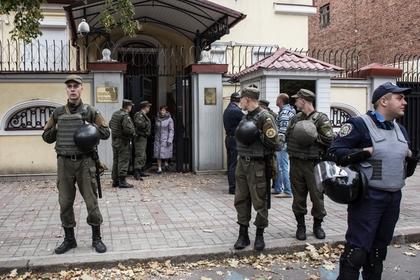 Генконсульство России в Харькове забросали яйцами и зеленкой