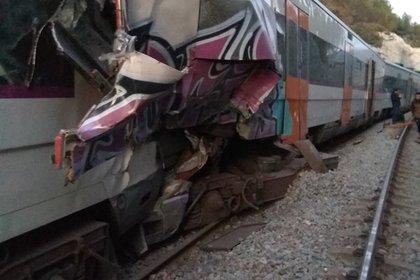 Два пассажирских поезда столкнулись в Испании Перейти в Мою Ленту
