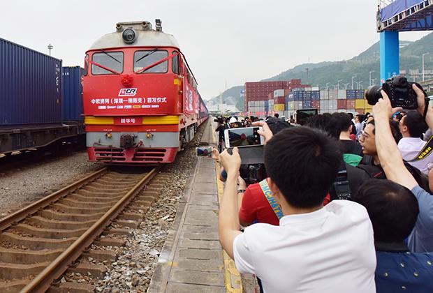 Первый грузовой поезд прибывает из Минска в Шэньчжэнь