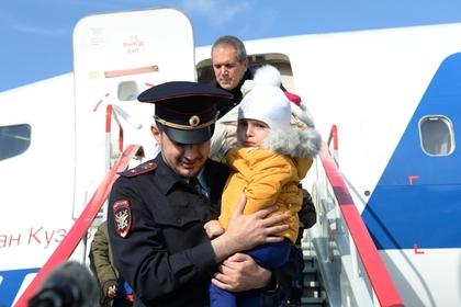 Борт МЧС доставил изБагдада в столицуРФ  27 русских  детей