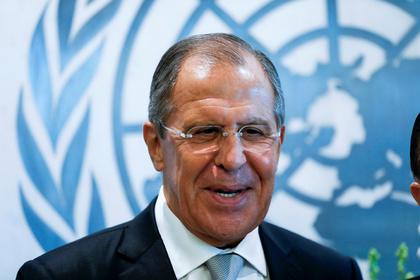 Лавров вручил сотруднице ООН самодельный подарок