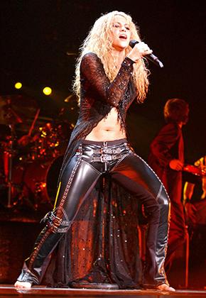 Шакира на церемонии MTV Video Music Awards, 2001 год