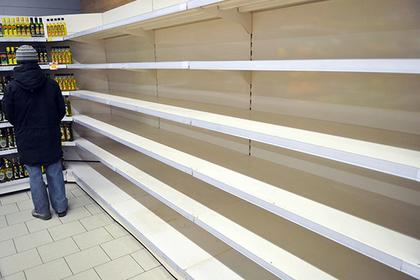 Жители российского поселка пожаловались на отсутствие еды